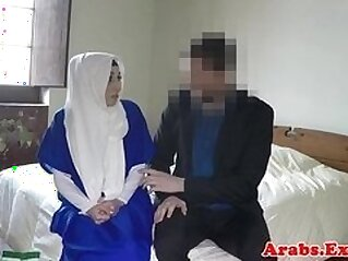 Ethnic muslim babe in stockings gets fucked for hotel room