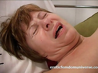 Horny grandma is in love to bang with her pink dildo